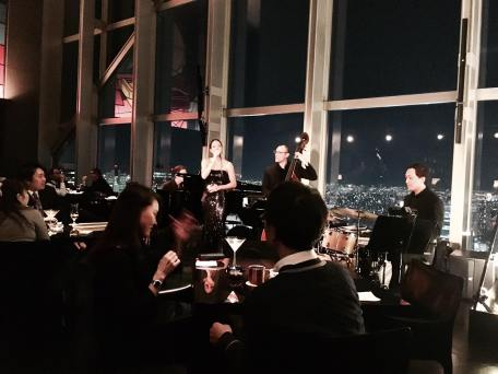 tokyo-park-hyatt-skyhigh-bar-jazz-band-2016
